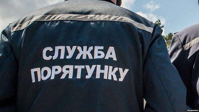 В Дніпровському районі Запоріжжя пожежники вивели з задимленого приміщення чоловіка