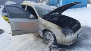 8 пожежників ліквідували загоряння автомобілю в Запоріжжі