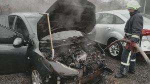 В Запорожье горела иномарка, — ФОТО