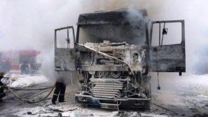 В Бердянську на стоянці загорілася вантажівка DAF: проводять розслідування, — ФОТО