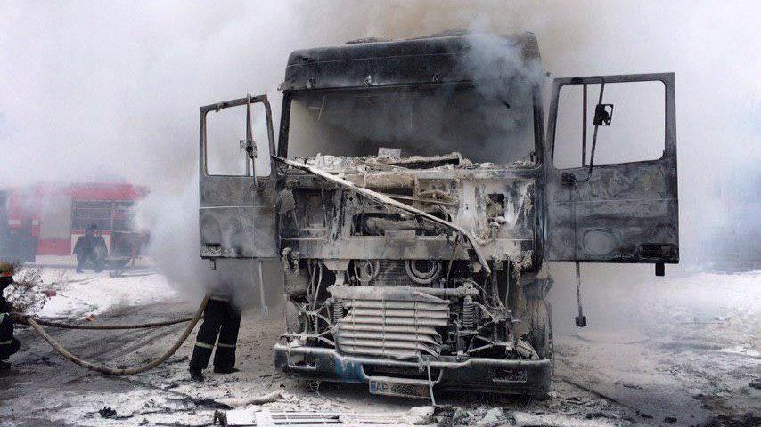 В Бердянске на стоянке загорелся грузовик DAF: проводят расследование, — ФОТО