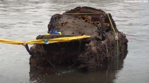 З дна озера в Німеччині дістали автівку, яку випустили в Запоріжжі, — ВІДЕО