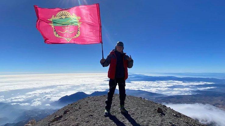 На третій за висотою вершині в Північній Америці альпініст підняв флаг Запоріжжя, — ФОТО