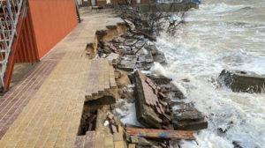 В Кирилівці контролюючі органи забороняють усувати наслідки штормів: завели карну справу