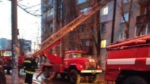 В Запорожье горела многоэтажка: троих людей спасли, семерых эвакуировали, – ФОТО