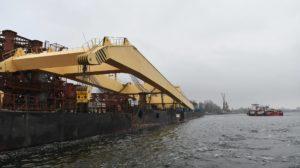 В Запорожье прибыл гигантский кран для строительства вантового моста через Днепр, – ФОТОРЕПОРТАЖ