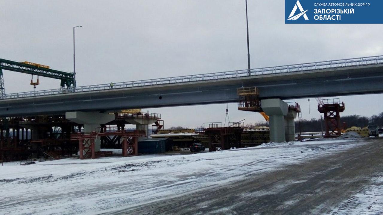 В Запорожье турецкие подрядчики собирают конструкции второй половины нового моста с Хортицы на Бабурку, – ФОТО