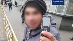 В Запорожье задержали грабителей, которые забрали у мужчины мобильный телефон и сбежали, – ФОТО