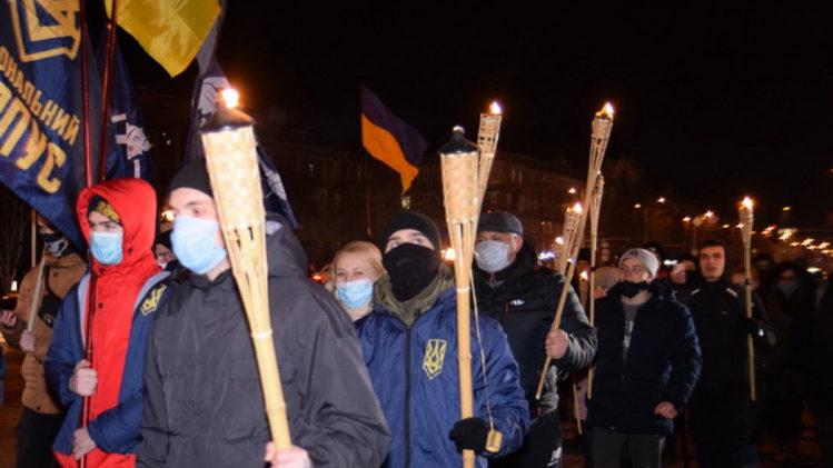 В Запорожье провели факельное шествие, посвященное памяти Героев битвы под Крутами, – ФОТОРЕПОРТАЖ