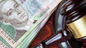 В Запорожской области бухгалтер учебного заведения 3 года насчитывала себе двойную зарплату: ее будут судить