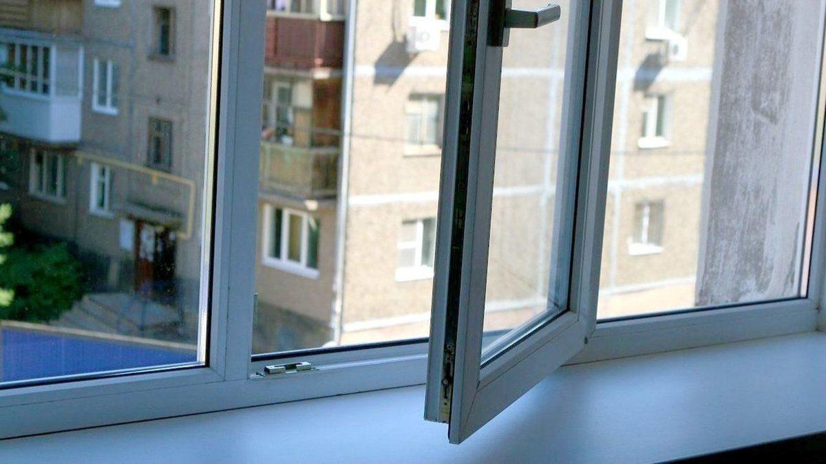 В Запорожье жительница Бабурки выпрыгнула из окна на четвертом этаже