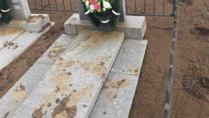 На Запоріжжі вандали намагалися звалити пам'ятники на цвинтарі, — ФОТО