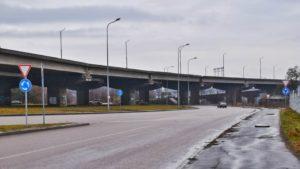 Вниманию водителей: перед въездом на мост Преображенского установлены новые дорожные знаки