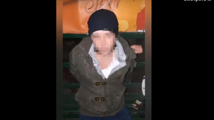 В Запорожье мужчина обворовал магазин и со стрельбой убегал от охранника: его задержали в маршрутке, – ВИДЕО