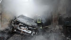 В Запорожье в один день в гаражах сгорели две машины, – ФОТО