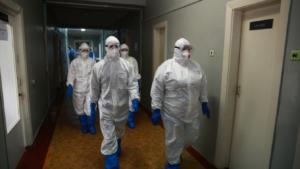 Медики валятся с ног, а пациенты лежат прямо в коридорах: коронавирус резко ударил по Харьковщине
