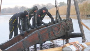 В Запорожье на Хортице реставрируют уникальную гидроархеологическую находку – казацкий лафет, который подняли со дна Днепра, – ВИДЕО