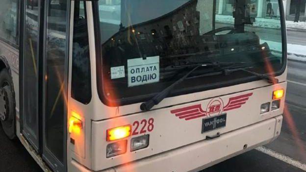 В Запорожье женщина в троллейбусе ограбила пенсионера, – ФОТО