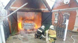 В Запорожской области сгорел автомобиль вместе с гаражом, – ФОТО