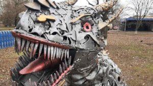 В Запорожской области во дворе лицея установили фантастического металлического динозавра, – ФОТО