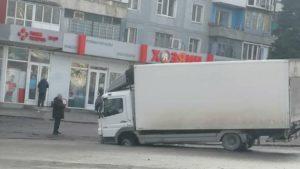 Грузовик почтовой службы в Запорожье