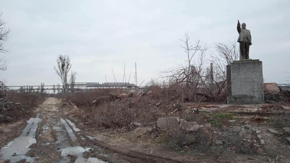 В Запорізькій області демонтували чергового Леніна