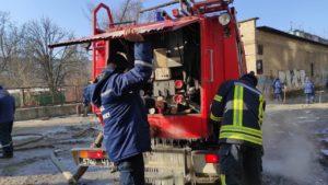 В Комунарському районі відновлюють водопостачання після аварійних робіт