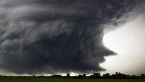 На запорожском предприятии из-за сильного ветра произошло обрушение секции путепровода