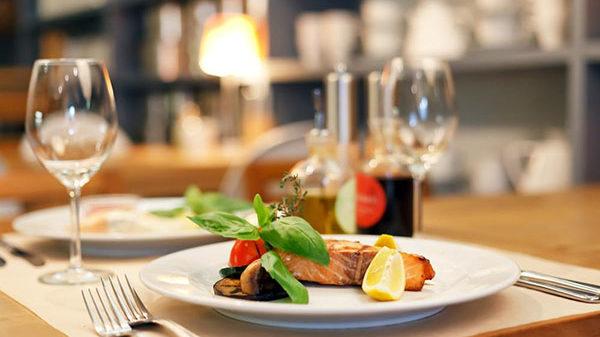 Запорожским заведениям питания разрешили работать до 24 часов ночи