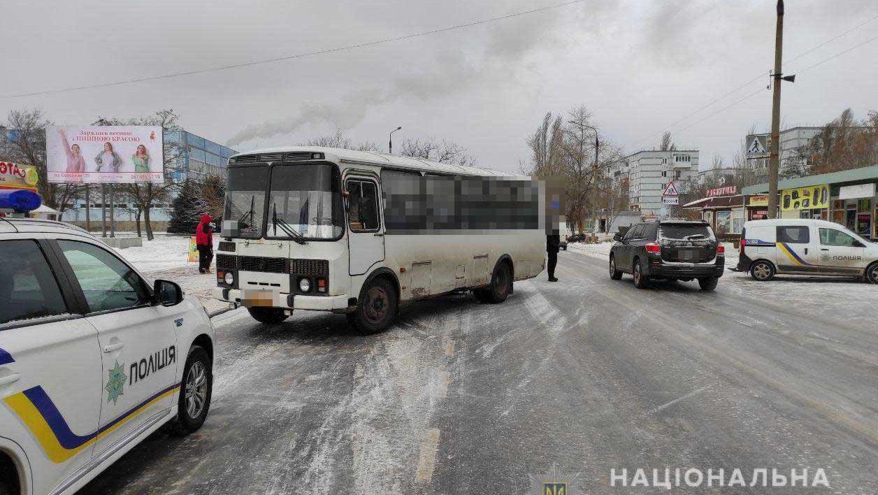 На Запоріжжі водій пасажирського автобусу на смерть сбив пішохода на «зебрі», – ФОТО