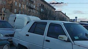 В Запорожье жители Правого и Бабурки стоят в огромных пробках: машины тянутся от 12 апреля, – ФОТО