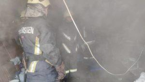 В Запорожье во время пожара в гараже спасли мужчину, – ФОТО