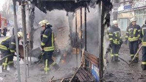 У центрі Запоріжжя повністю згорів зупинковий комплекс з кіоском, – ФОТО