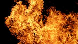 У Запоріжжі сталася пожежа в триповерховому будинку: бійці ДСНС врятували двох людей