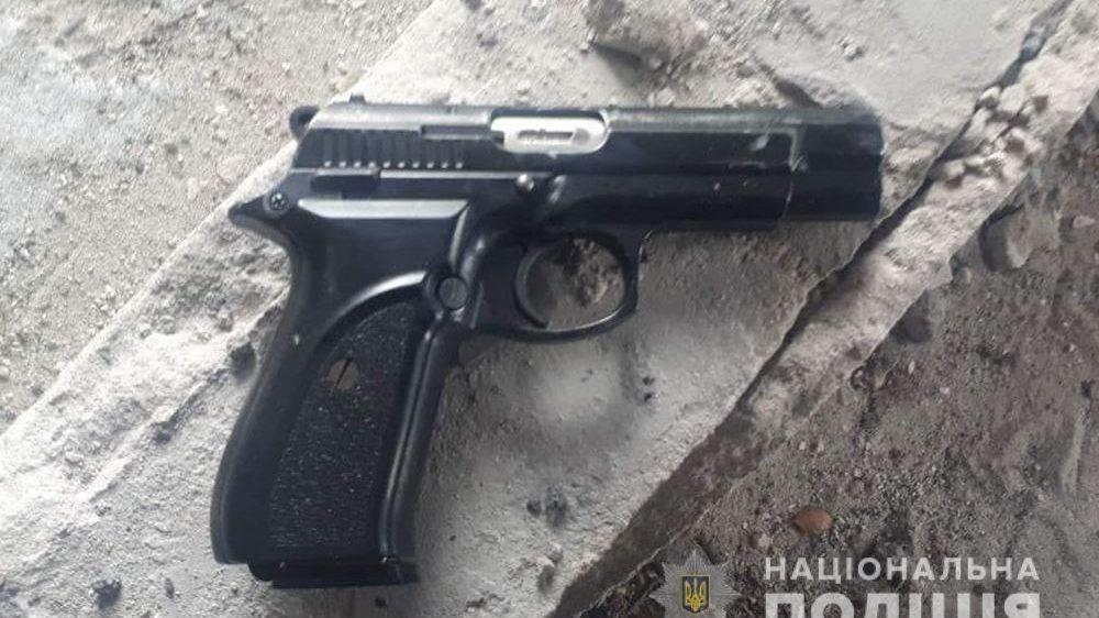 У Запоріжжі зловмисник з пістолетом пограбував водія авто, – ФОТО
