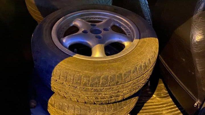 Житель Запорожья, у которого похитили четыре автомобильные колеса, самостоятельно нашел вора и вызвал полицию, – ФОТО