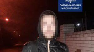 У Запоріжжі затримали чоловіка, який ховав наркотики у медичній масці, – ФОТО