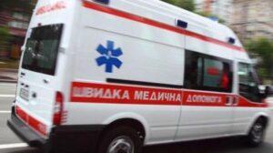 На Бабурці з другого поверху будинку випала 63-річна мешканка Запоріжжя: медики розповіли подробиці
