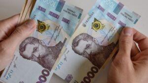 На Запоріжжі затримали податківця, який вимагав 36 тисяч гривень хабара