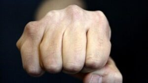 В Запорожской области мужчина забил до смерти собутыльника матери