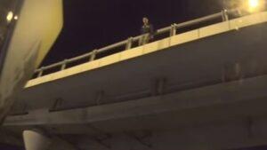 У Запоріжжі хлопець збирався стрибнути з мосту через нещасливе кохання, - ВІДЕО