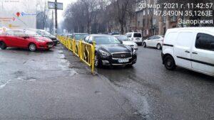 Житель Запорожья заплатит почти 700 гривен за припаркованное авто около Крытого рынка