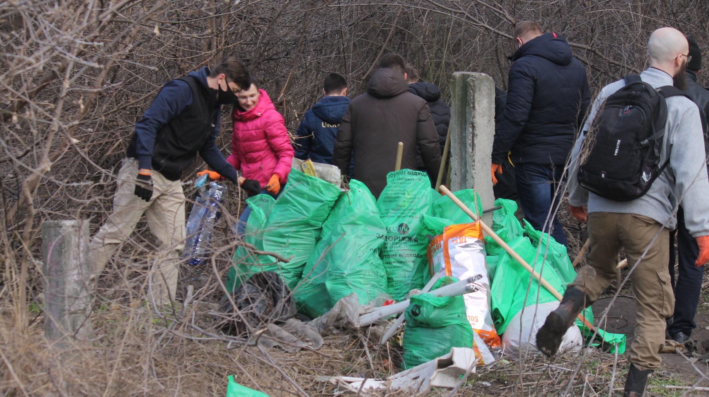В Запорожье неравнодушные жители района провели экологическую толоку и очистили русло реки Сухая Московка, – ФОТОРЕПОРТАЖ