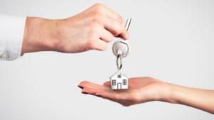 У Запоріжжі повідомили про підозру приватному виконавцю, який незаконно здійснив продаж квартири