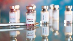 Освітяни, які залучені до проведення ЗНО, зможуть зробити щеплення від COVID-19 у першу чергу