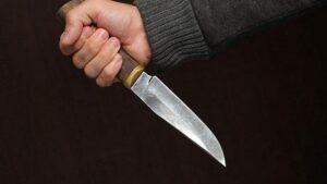 У Запоріжжі чоловіка вдарили ножем в груди в під'їзді будинку