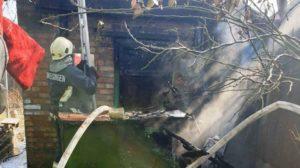 В Запорожье пожарные ликвидировали пожар в летней кухне, – ФОТО