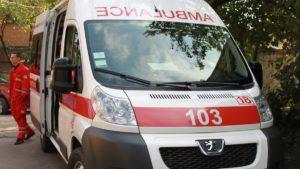 У Запоріжжі жорстоко побили лікаря швидкої допомоги: чоловік схопив її за шию та бив головою об стіну