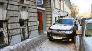 Кабмин запретил парковки на тротуарах