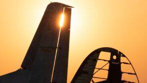 Как выглядит заброшенный аэродром под Запорожьем на закате, — ФОТО